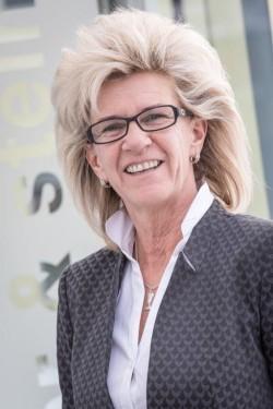 Frau  Martina  Aichmann